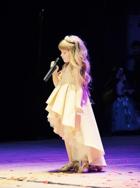 Маленькие принцессы впервые были на сцене
